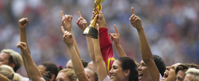epa04833119 USA's goalkeeper Hope Solo (C) holds the trophy as she celebrates with teammates their win over Japan at the end of the FIFA Women's World Cup 2015 final match between USA and Japan, at BC Place Stadium in Vancouver, Canada, 05 July 2015.  EPA/BEN NELMS EDITORIAL USE ONLY, NOT USED IN ASSOCATION WITH ANY COMMERCIAL ENTITY - IMAGES MUST NOT BE USED IN ANY FORM OF ALERT OR PUSH SERVICE OF ANY KIND INCLUDING VIA MOBILE ALERT SERVICES, DOWNLOADS TO MOBILE DEVICES OR MMS MESSAGING